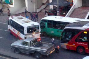 Qué tal estas joyitas del transporte público tradicional. Foto:Twitter @CasaAmarilla