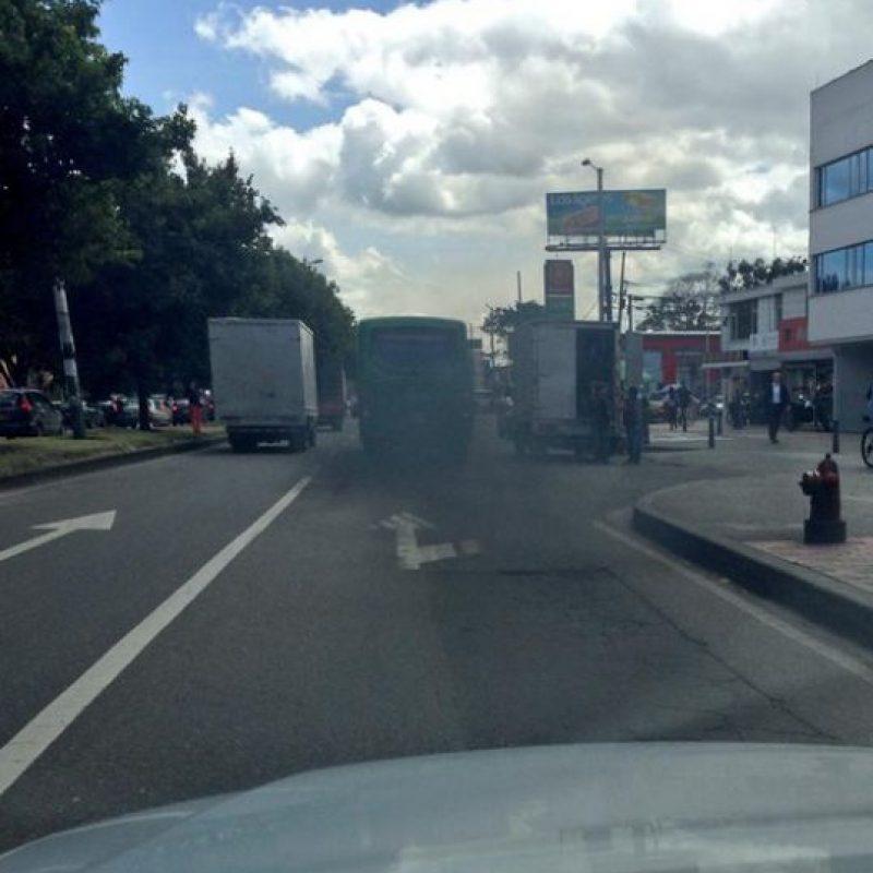 Qué tal cómo contamina este bus del SITP. Foto:Twitter @LaGallinaVerde