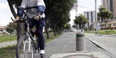 Qué peligro esta alcantarilla en medio de una cicloruta. Foto:Twitter @chambondasbog