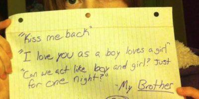 """""""Bésame. Te amo como un hombre ama a una chica. Podemos actuar como un chico y una chica sólo por esta noche?"""". Mi hermano. Él tenía 20, yo 12. Foto:vía Project Unbreakable.org"""
