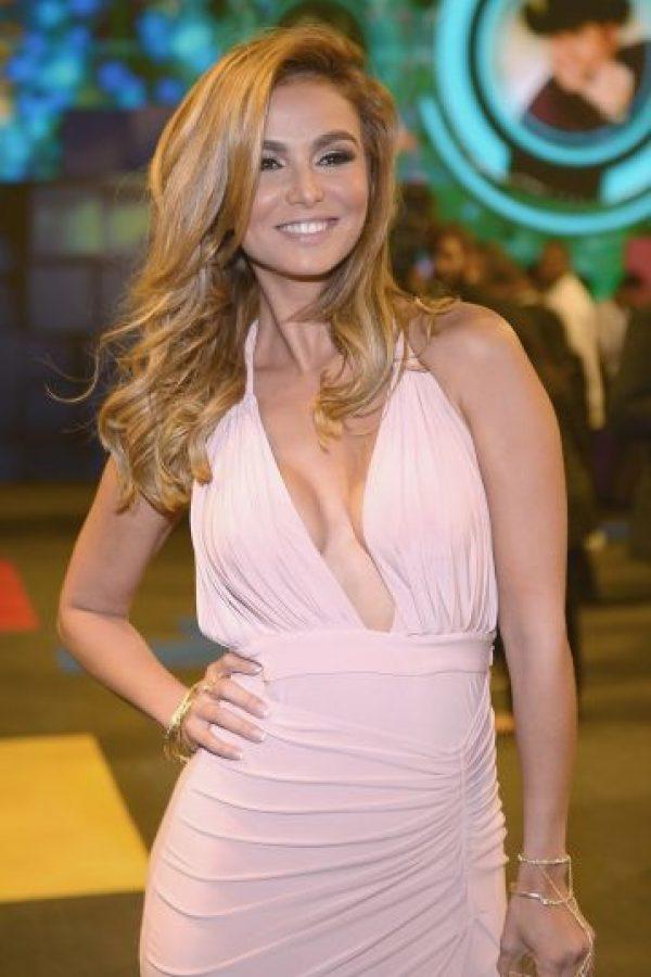 La estrella de Univisión arrancó suspiros con este vestido rosa Foto:Getty Images