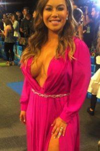 La cantante estadounidense deslumbró con este vestido rosa Foto:vía instagram.com/univisionpremios