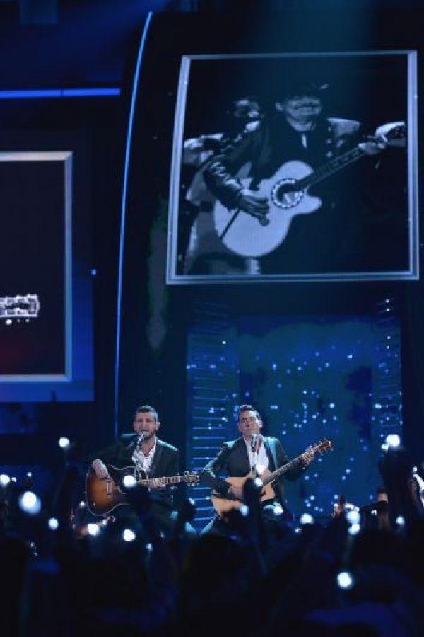 """Calibre 50 ganó el premio de la categoría """"Mi Letra Favorita"""". Foto:Getty Images"""
