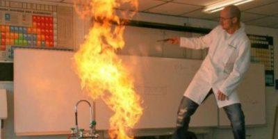 Este, que parece incendiar el laboratorio. Foto:vía Imgur