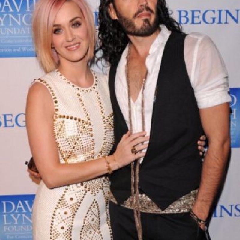 """El aspecto de Brand no iba nada con el de la hermosura de Katy. Además, Brand es igualito a su personaje de cine """"Arthur"""", el millonario malcriado. Foto:Getty Images"""