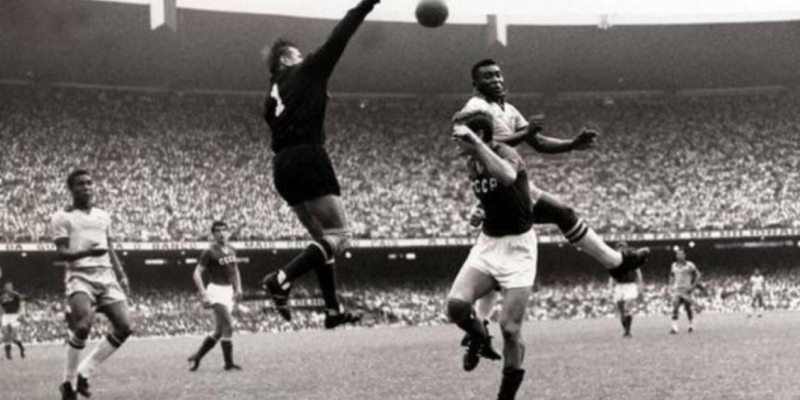 """""""La Araña Negra"""" de Rusia es el único portero que ganó el Balón de Oro, en 1963. Murió en 1990 a los 60 años Foto:Twitter"""
