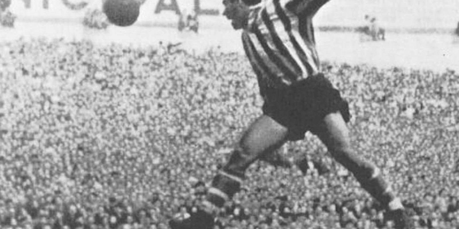 Es el futbolista que más veces ha ganado el Pichichi en España, con seis reconocimientos como máximo goleador. Murió el 23 de febrero de 2006 a los 85 años Foto:Twitter