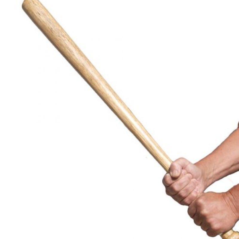 """Destrozaron sus rodillas con un bate de béisbol. Ella le gritó que eso fue por haberla violado. Luego le tatuó el pene con la palabra """"violador"""". Foto:vía Getty Images"""