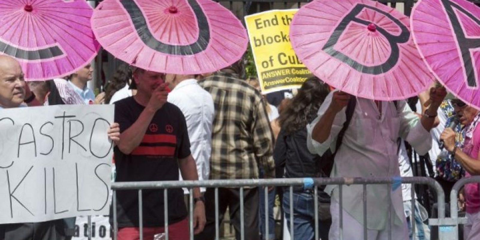 Hubo manifestaciones a favor y en contra del régimen de los Castro Foto:AFP