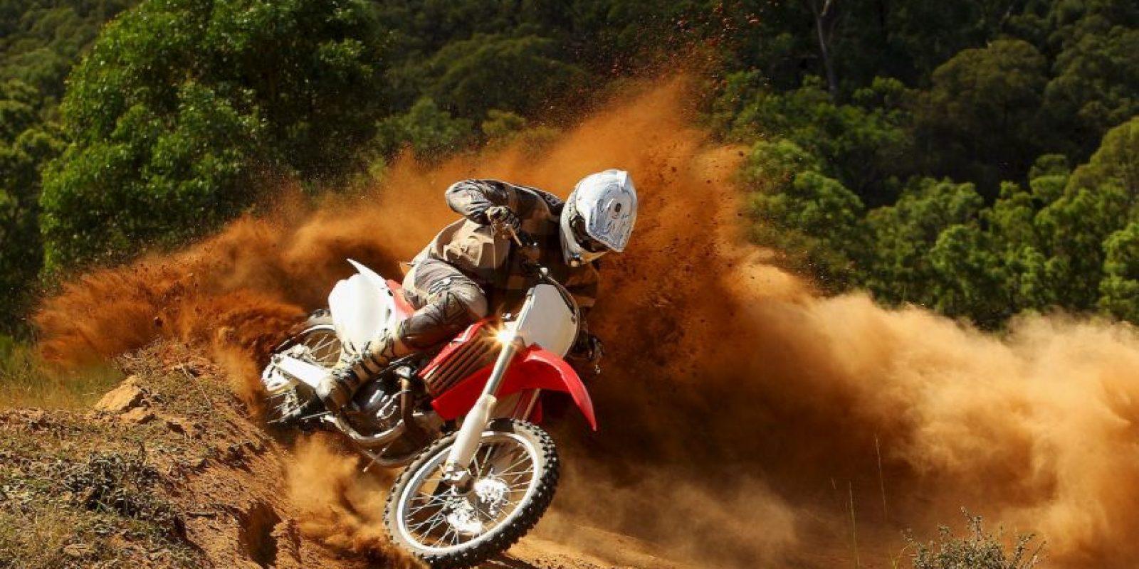 El deporte de motor está de luto: en los últimos días, tres pilotos perdieron la vida. Dos motociclistas y un piloto de Fórmula 1. Foto:Getty Images