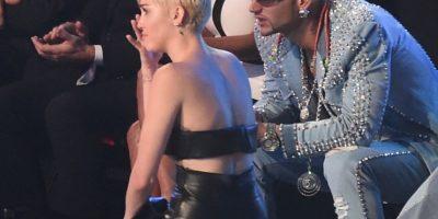 La cantante por su parte, rompió en llanto mientras escuchaba las palabras de su acompañante. Foto:Getty Images