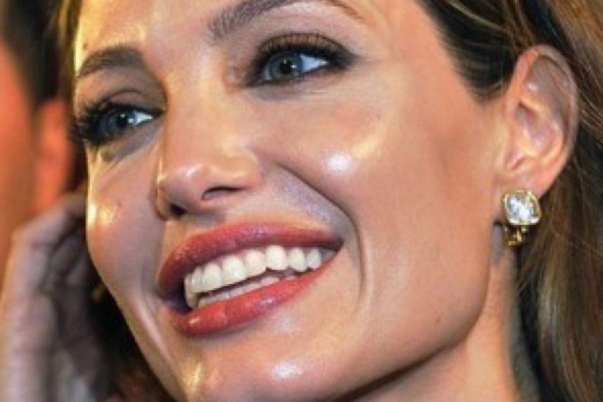 """Y en la sección de """"tengo mi cara grasosa porque no uso el hidratante correcto"""", Angelina Jolie se lleva las palmas. ¿No tienen la sensación de querer pasar por su rostro una toallita refrescante para ver qué sale? Foto:vía Getty Images"""