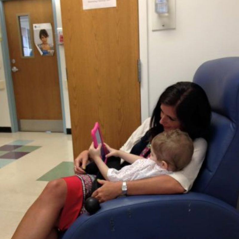 Tiene que tomar pastillas para la quimioterapia. Foto:vía Amazing Abby/Facebook