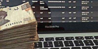 Mostrando todo el dinero por los que muchos se matan hasta cinco años. Foto:Instagram/RKOMC