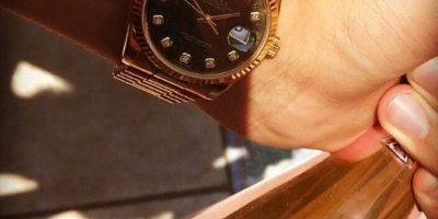 Relojes de oro y ostentación porque el estatus es lo que cuenta. Foto:Instagram/RKOMC