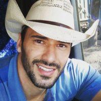 Es un actor de 28 años que trabaja en una azucarera en Capivari, Sao Paulo Foto:Vía Instagram/@ewertonmartin