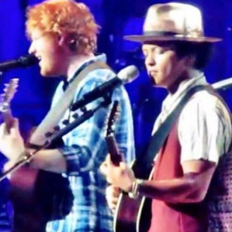 Sheeran se subió al escenario en el concierto que Mars ofeció en la ciudad de Misuri. Foto:vía Twitter