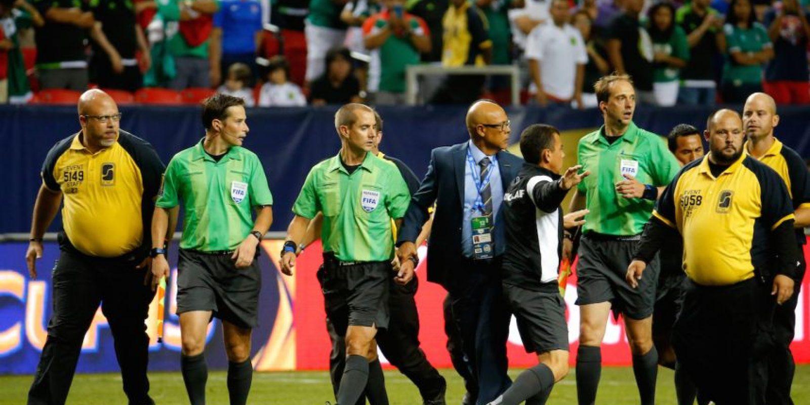 """El equipo mexicano recibió dos penales """"regalados"""" del árbitro Mark Geiger y con ello, avanzó a la final del torneo de Concacaf. Foto:Getty Images"""