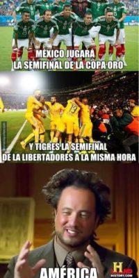 Los hinchas mexicanos tuvieron otro problema: A la misma hora, la Selección Mexicana jugó la semifinal de la Copa Oro. Foto:Vía twitter.com