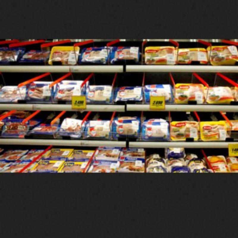 Cuando se les administra antibióticos a los animales utilizados para la producción de alimentos, pueden surgir bacterias resistentes y multiplicarse en el tracto intestinal del animal, al igual que sucede en los humanos cuando se usan los antibióticos para tratar infecciones. Foto:Getty Images