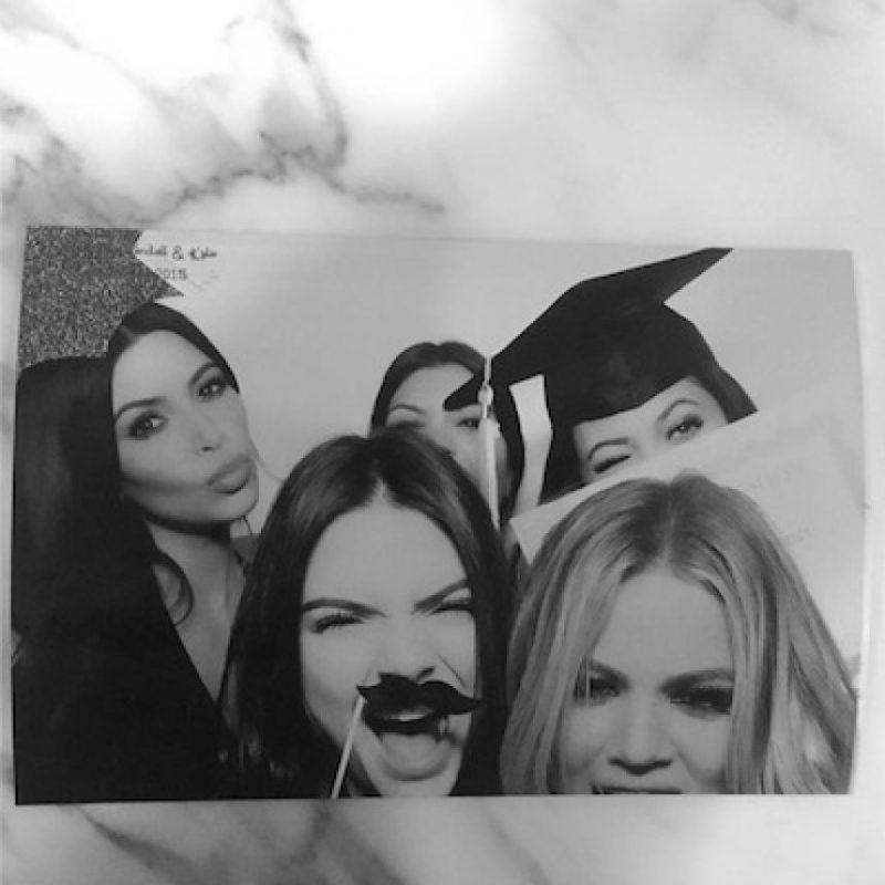 """""""Terminé la escuela la semana pasada"""", escribió la menor de las Kardashian en Twitter Foto:Instagram/KimKardashian"""
