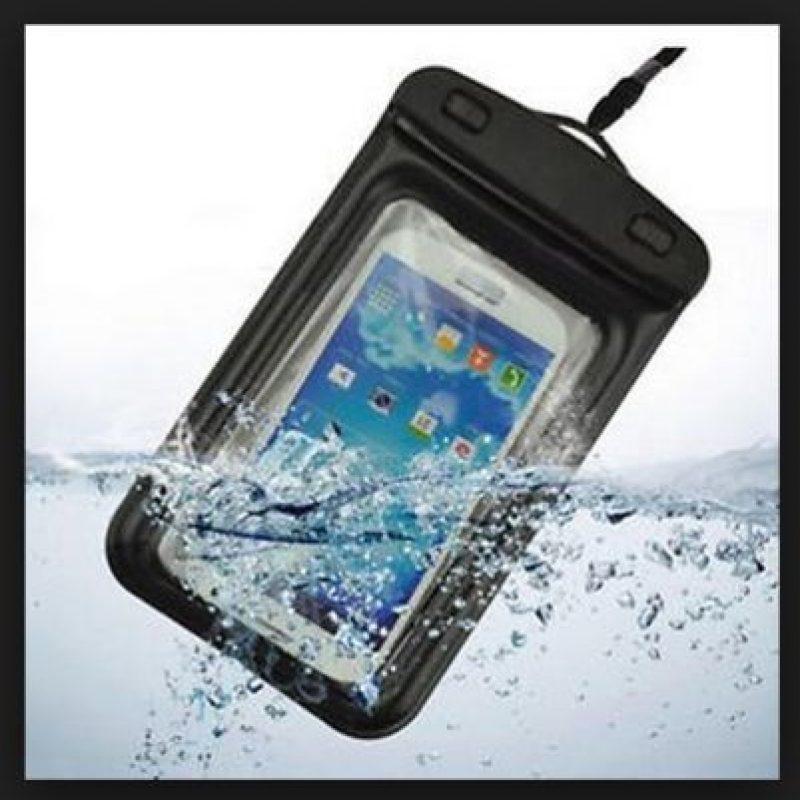 Las inmersiones con este tipo de productos no son recomendables ya que pueden sufrir deterioros y permitir la entrada de agua Foto:Dry Case
