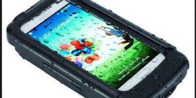Pero siempre hay que ser conscientes de que la mejor forma de evitar un daño al smartphone es no acercarlo al agua Foto:Tigra