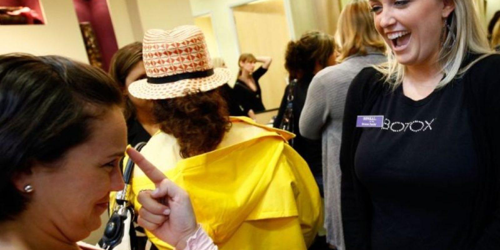 """""""El mercado, en alianza con la ciencia, logra reconocer y aprovechar muy bien este fenómeno ofreciendo múltiples métodos e intervenciones que van desde la cosmética hasta la cirugía."""" Foto:vía Getty Images"""