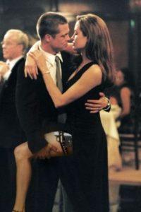 Al año siguiente comenzó su noviazgo con Jolie, que luego confirmó su embarazo. Foto:vía Getty Images