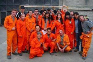 Alexis Calvo y el elenco de Pandillas Guerra y Paz