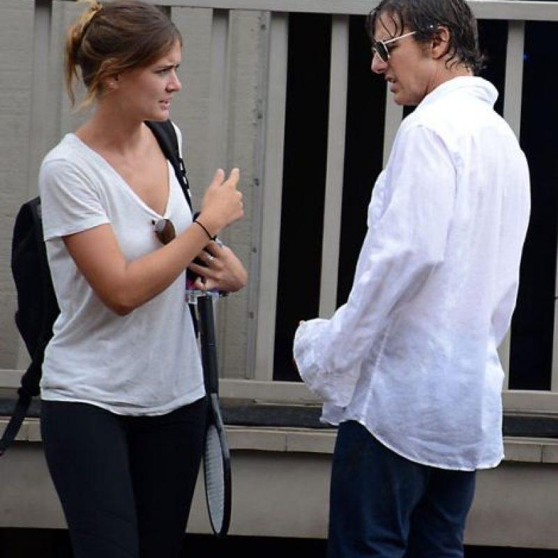 Lo que llamaba la atención a la prensa, es el gran parecido que la asistente de Cruise, Emily Thomson tiene con su exesposa, Katie Holmes. Foto:Grosby Group