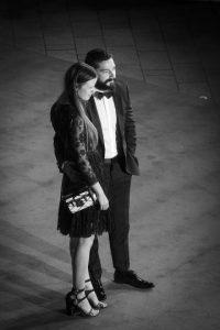 A través del video difundido por E! Entertainment, el actor de 29 años le pide a su novia que deje sus cosas en paz. Foto:Getty Images