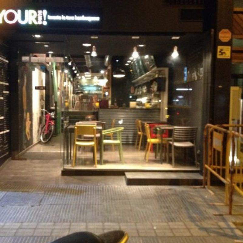 """El defensa del Barcelona es dueño de una hamburguesería en Barcelona llamada """"Your Burg"""". Foto:Vía instagram.com"""