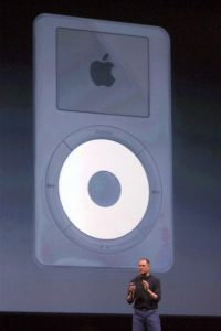 Aquí, Steve Jobs hablando del iPod en 2002 Foto: Getty Images