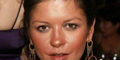 Mucho polvo bronceador para Catherine Zeta Jones. Foto:vía Getty Images