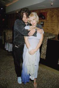 """Su madre, Paula Yates, presentadora de televisión que la dejó a ella y a su padre por irse con Michael Huchtence de """"Inxs"""", que se suicidó en 1997. Paula Yates murió de sobredosis de heroína en el año 2000. Foto:vía Getty Images"""