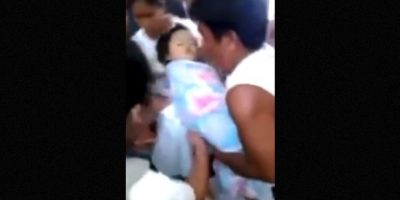 """1. El 11 de julio de 2014, una niña originaria de Filipinas """"revivió"""" en medio de los rezos de su familia. Foto:YouTube-Archivo"""
