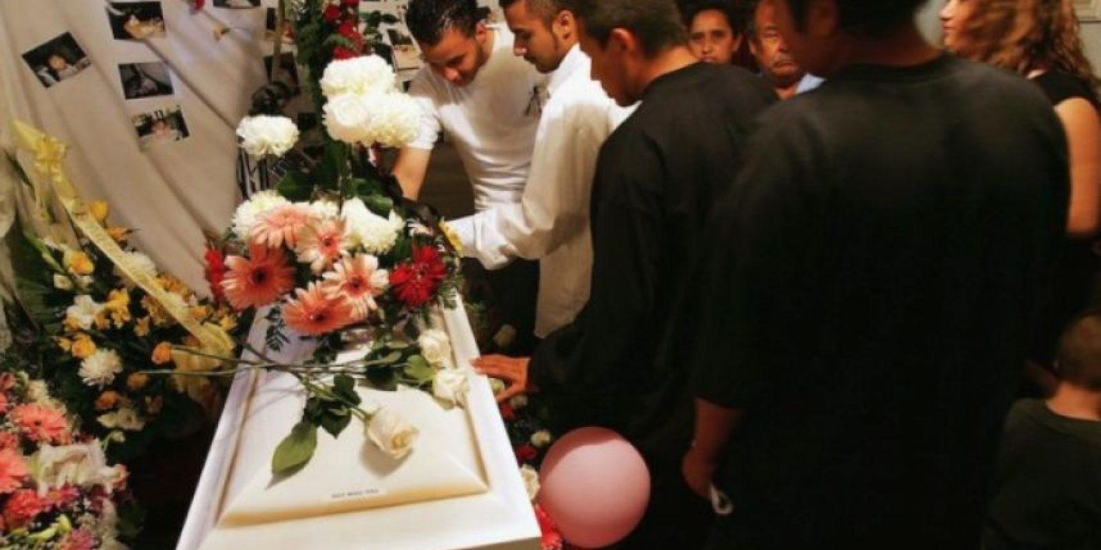 la doctora encargada de certificar la muerte anunció que el cadáver estaba tibio. Foto:Getty Images