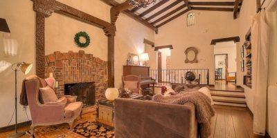 La propiedad cuenta con 320 mtros cuadrados, chimeneas enmarcadas en piedra y pisos originales de madera Foto:www.breakingbadhouse.com