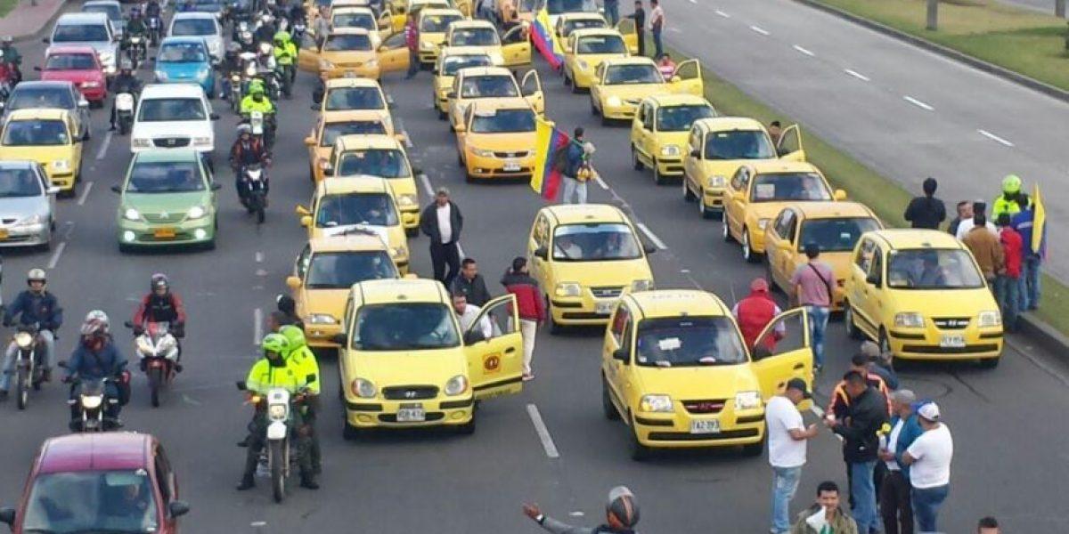 "Colapsa Av. de las Américas por ""plan tortuga"" de taxistas"