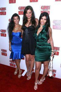 Con esos vestidos brillantes y baratos. Foto:vía Getty Images