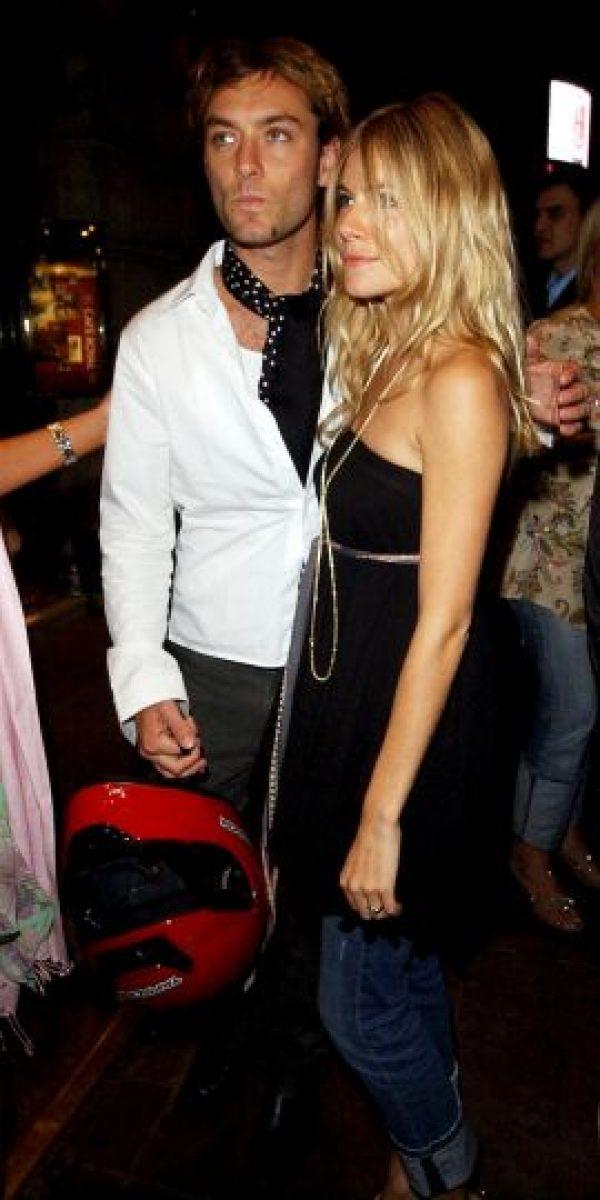 En 2005 Jude Law estaba comprometido con la actriz Sienna Miller. En ese entonces contrató a una niñera llamada Daisy Wright para que que cuidara a los hijos que había tenido con Sadie Frost Foto:Getty Images