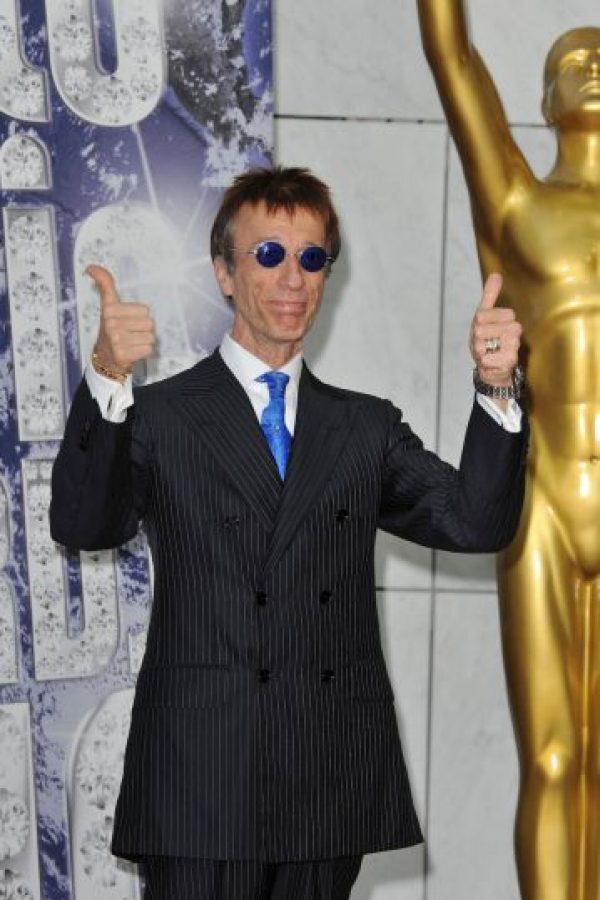 Robin Gibb, el cantante de los Bee Gees sorprendió a todos cuando admitió tener un affair con Clarie Yang, niñera y ama de llaves de la familia Foto:Getty Images