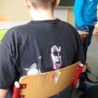 "Gene Simmons, vocalista de la banda de Heavy metal, ""Kiss"", disfrutando un helado. Foto:Imgur"
