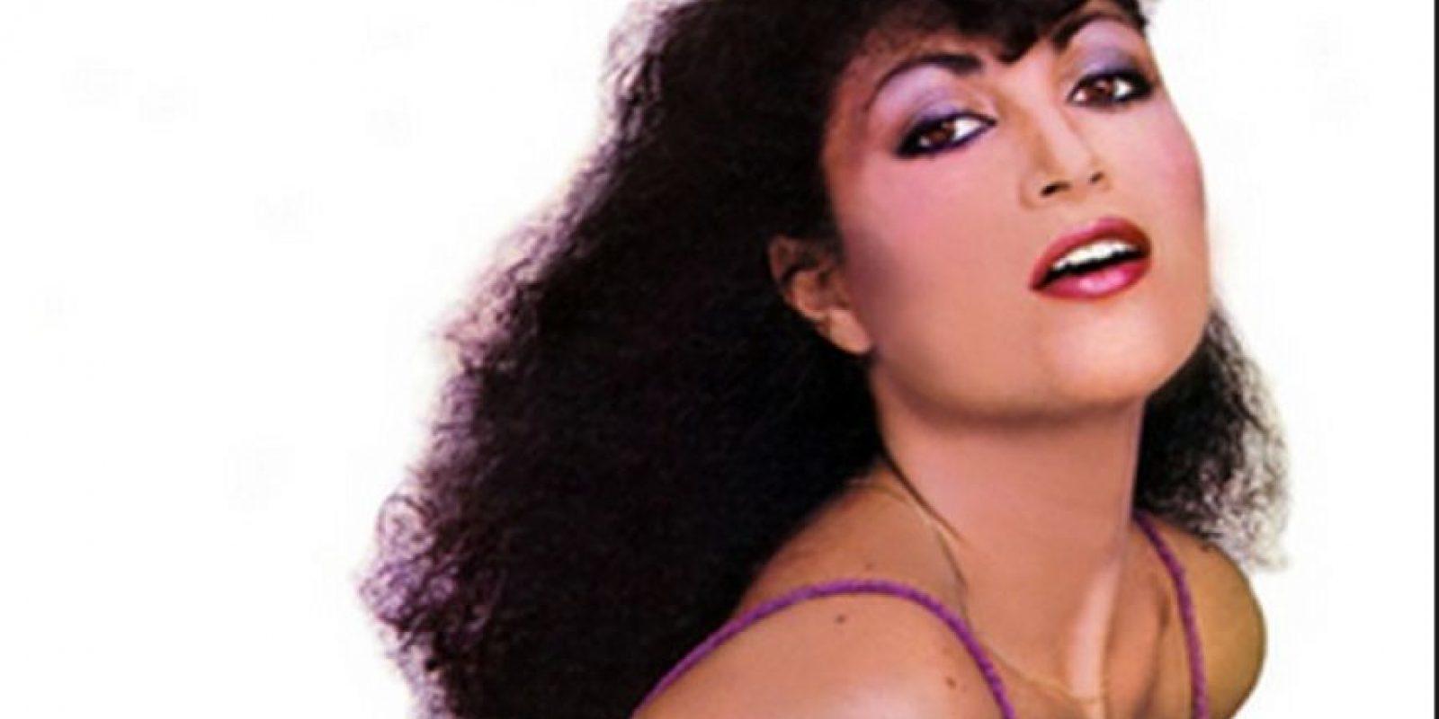 Con 35 años de trayectoria artística, Amanda Miguel tiene 12 discos de estudio lanzados al mercado. Ha vendido más de 40 millones de discos en todo el mundo y es acreedora a múltiples certificaciones Disco de Oro y Disco de Platino. Foto:Tumbrl