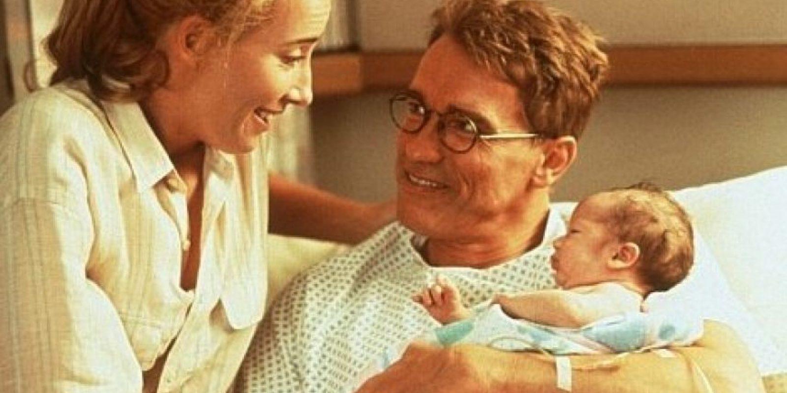En 1994, se convirtió en el primer hombre de Hollywood que dio a luz. Foto:Universal Pictures