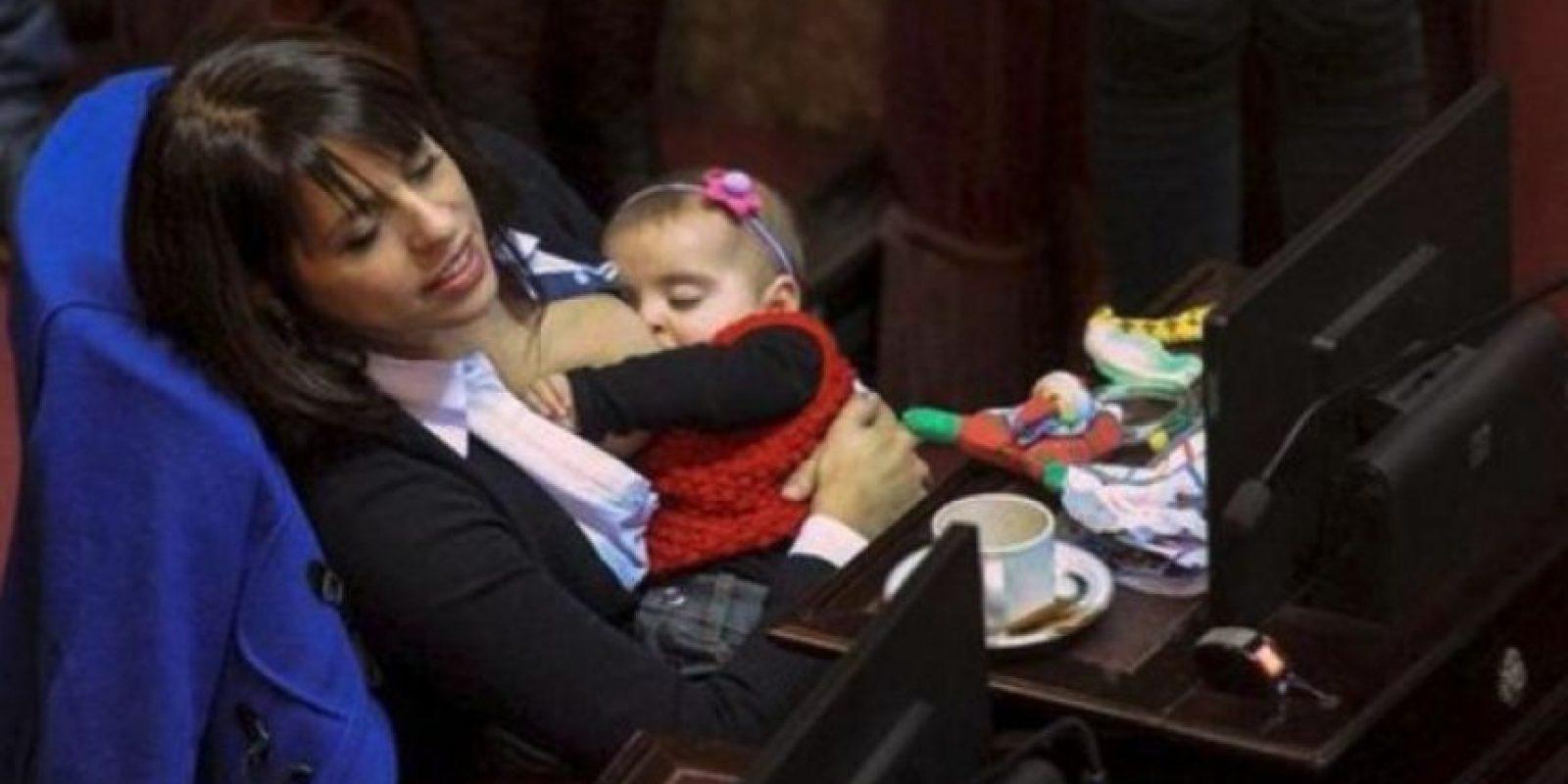 4. Conozca a la diputada argentina que amamanta a su hija en el Congreso Foto:Twitter.com – Archivo