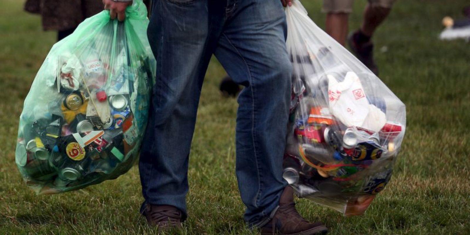 La primera vez que se sorprenda a alguien lanzando basura recibirá una multa, la segunda vez será colocado el anuncio. Foto:Getty Images