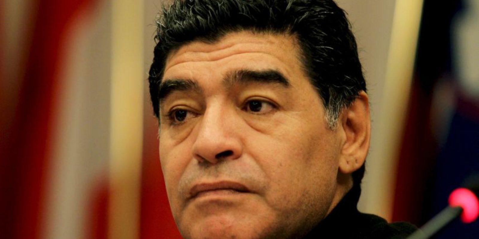 Maradona atraviesa por una etapa difícil de su vida pues su padre murió el pasado 25 de junio. Pero ni en el velorio de Don Diego, su familia se salvó de un escándalo. Foto:Getty Images