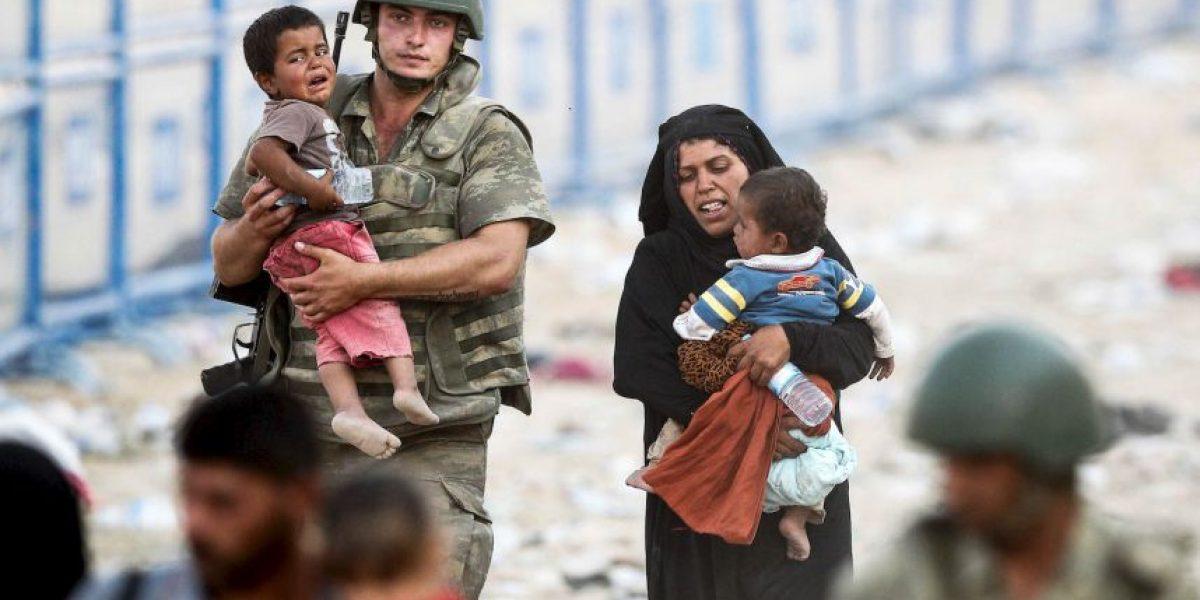 Golpean a un niño sirio por vender pañuelos